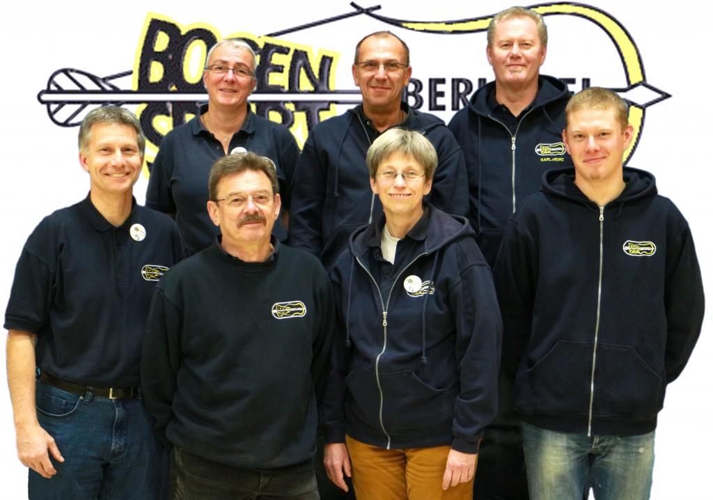 Der Vorstand des Bogensport Oberursels stellt sich in einem Gruppenbild vor